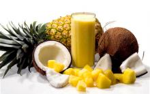 Suco detox de Abacaxi Com água de coco .