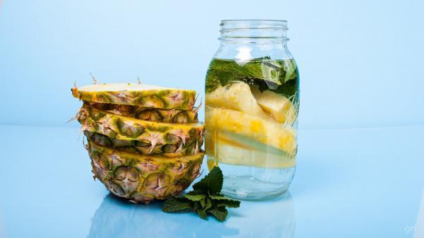 agua aromatizada abacaxi com hortelã