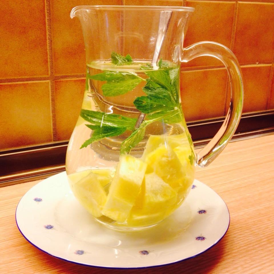 agua-abacaxi-com-hortela